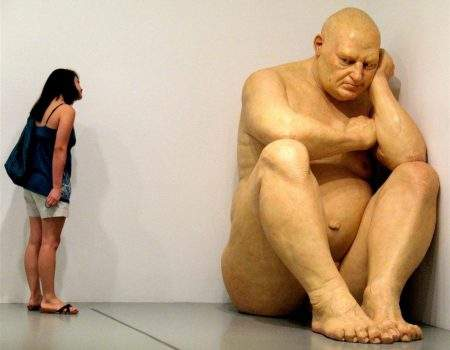 Ron Mueck (1958) – Sculpteur du face à faces (Australie)
