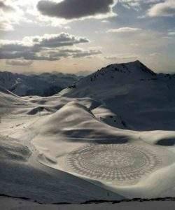 Simon Beck, dessin sur neige, Les Arc, Savoie